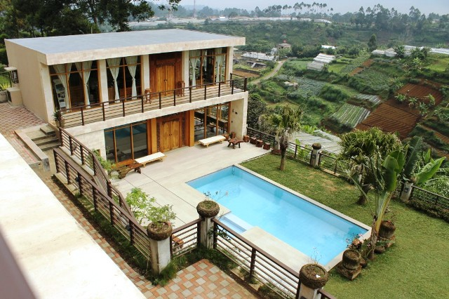 Villa Gallery / Plojo Istana bunga Lembang