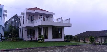 Villa Qmos istana bunga Lembang