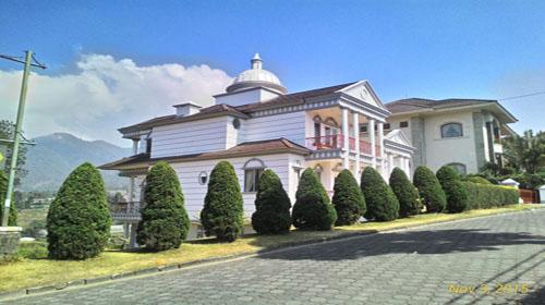 Villa istana bunga lembang - Villa Murah di Lembang  Weekday untuk Rombongan Family Gathering